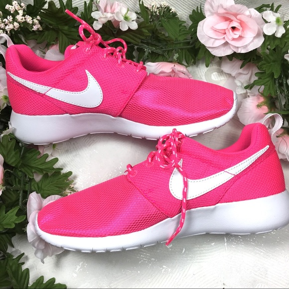 ad545928bdc2 NWT NIKE Roshe One Hot Metallic Pink Athletic Shoe
